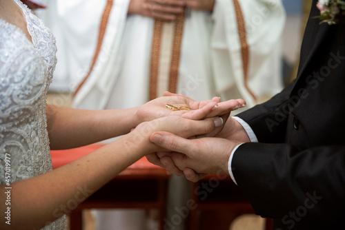 hands of bride and groom Fotobehang