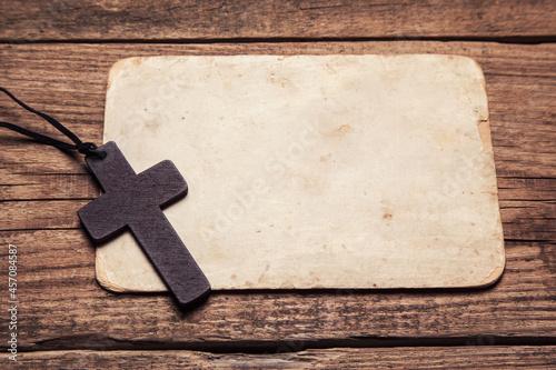 Obraz na plátně wooden cross on paper background