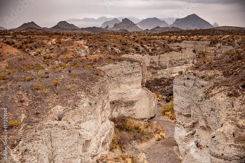 Fototapeta Tuff Canyon and Chisos Mountains on Cloudy Day