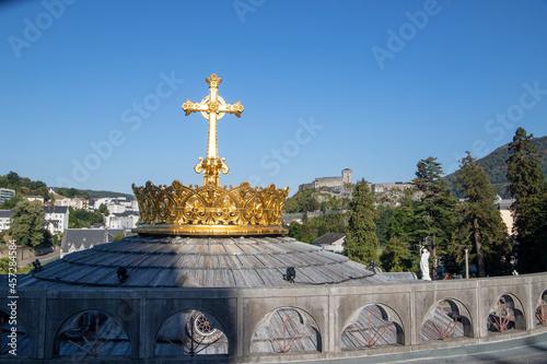 Canvas Print Corona sobre la Cúpula de la iglesia de nuestra Señora de Lourdes en Lourdes, Fr