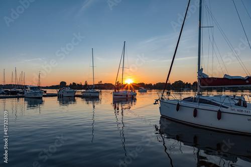 Jachty, zachód słońca, jezioro, Mazury