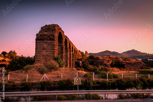 Ruins of the ancient Roman aqueduct in Turkey Fototapete