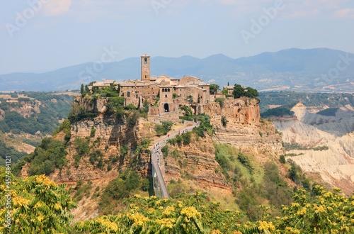 Fotografia panorama of the village called Civita di Bagnoregio in central Italy which rises