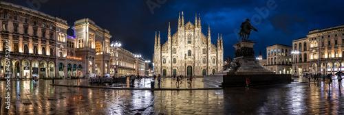 pioggia in piazza duomo a Milano