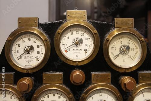 Fototapeta old steam pressure gauges for steam engine
