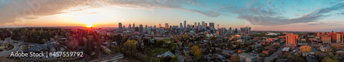 Fotografie, Obraz Panoramic image of a suburb against Calgary's beautiful downtown just in right time of sunset