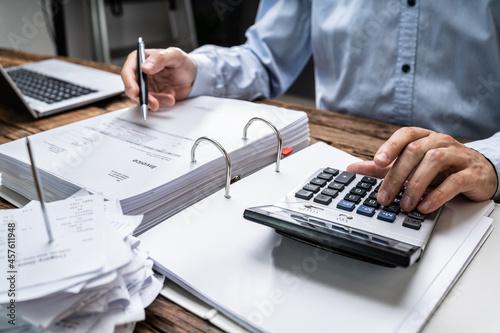 Murais de parede Chartered Accountant Calculating Salary Taxes