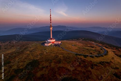 Fotografering sunrise over the mountains - Jeseníky Praděd