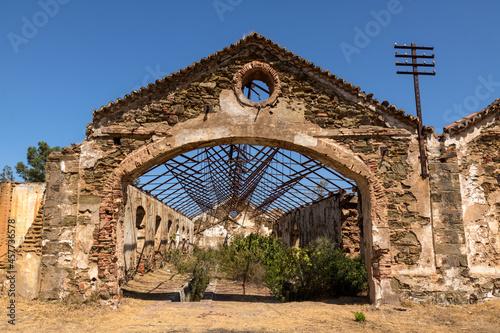 Fototapeta altes bergwerk ruinen industrie blauer himmel
