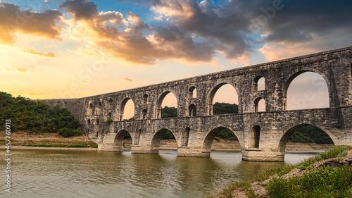 Foto Maglova Aqueduct Istanbul Turkey, Maglova Aqueduct built by Master Ottoman Archi