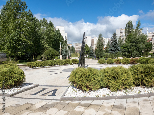 Foto Boulevard with a sundial in Zelenograd in Moscow, Russia