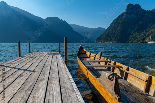 Foto View of so-called Plätte, traditional wooden flat-bottomed boats, sitting on t