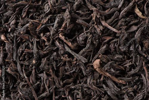 Fotografering dried black tea leaf texture background