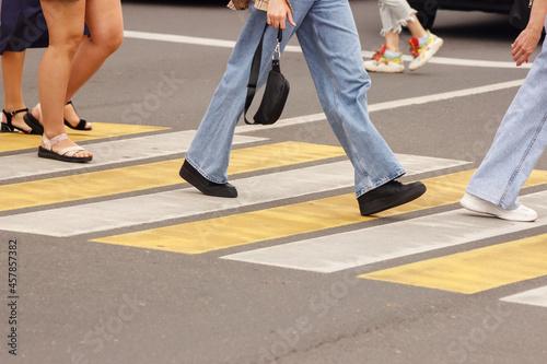 Billede på lærred pedestrians walking on a crosswalk
