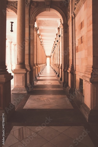 Canvas A view into the historical colonnade at spa city Karlovy Vary, Czech republic
