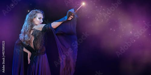 Canvastavla enchantress doing magic