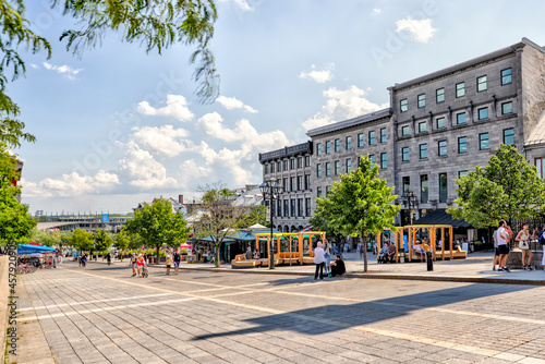Patios and shopping streets in Old Town Montreal Fotobehang