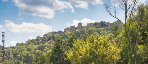 Fotografia Vue du village de Cordes-Sur-Ciel, un des plus beaux villages de France, cité médiévale grand site d'Occitanie