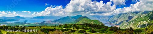Fotografia landscape with grass on the mountains and sky