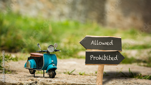 Obraz na plátně Street Sign to Allowed versus Prohibited