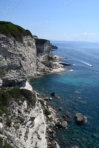 Fotografiet Plage des Trois Pointes sur les falaises Corses