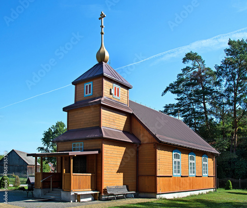 Foto General view and architectural details of the temple of the Eastern Church of the Old Believers, built in 1948, called Molenna in the town of Gabowe Grady in Podlasie, Poland