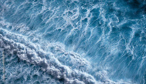 Fotografia Aerial view to seething waves with foam