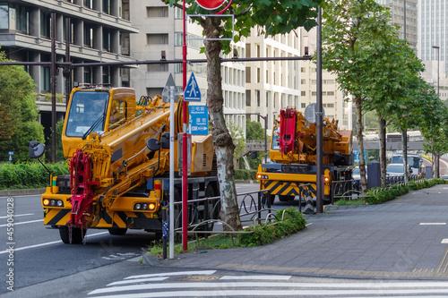 Canvas Print 複数のクレーン車がいる 青山通りから見える赤坂の街並 赤坂、港区、東京、日本 2021年9月