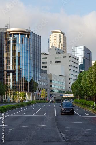 Photo 青山方面にまっすぐに伸びる青山通り 青山通りから見える赤坂の街並 赤坂、港区、東京、日本 2021年9月