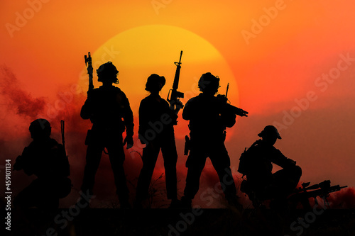 Obraz na plátně The silhouette of a military soldier with the sun as a Marine Corps for military