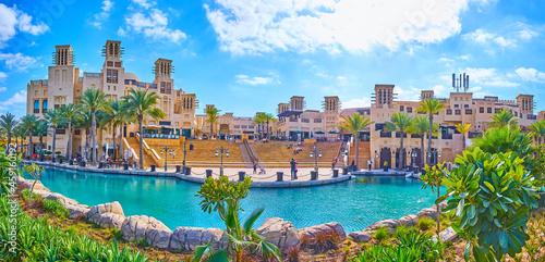 Valokuvatapetti The amphitheater and canal of Souk Madinat Jumeirah, Dubai, UAE