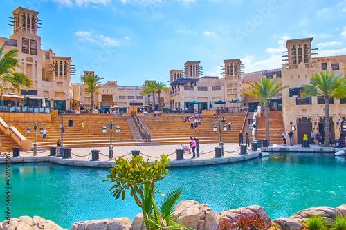 Photo The amphitheater of Souk Madinat Jumeirah market, Dubai, UAE