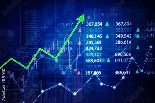 Fotografia Green upward arrow with currency exchange rate