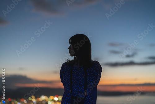 Canvas Print 夜景の見える展望台の女性