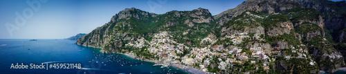 Foto Vista aerea della città di positano, costiera amalfitana