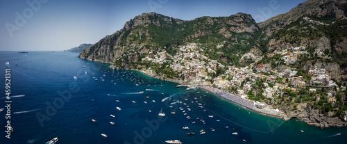 Photo Vista aerea della città di positano, costiera amalfitana