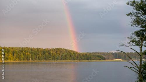 tęcza nad jeziorem mazury polska
