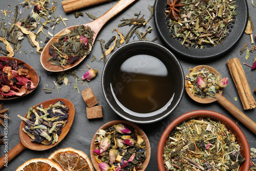Fotografiet Flat lay composition with fresh brewed tea and dry leaves on grey table