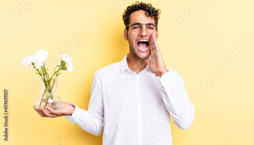 Fényképezés hispanic handsome man feeling happy,giving a big shout out with hands next to mouth