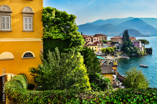 Obraz na plátně the beautiful town of Varenna on Lake Como in Italy