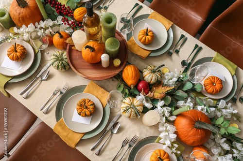 Canvas Print Autumn table setting with fresh pumpkins and flowers in room