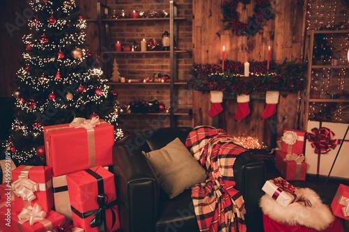 Obraz na plátně Photo of living room decoration lights gift evergreen tree gift box magic miracl