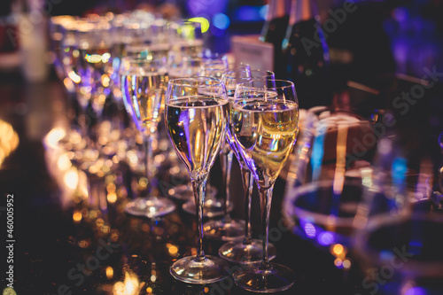 Photographie Line of alcohol setting on catering banquet table, bartender pouring beverages,