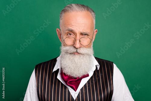 Tela Photo of confident luxury retro style senior man raise eyebrow wear specs stripe