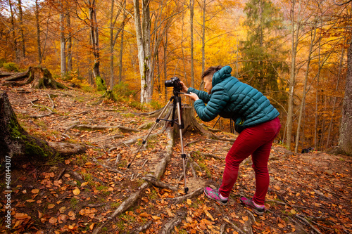 Fotografering Travel photographer use camera and tripod to make photos