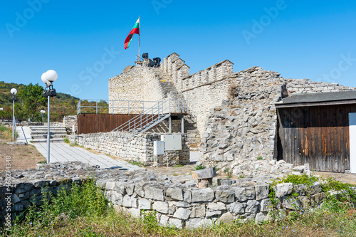 Partially reconstructed walls of Hisarya fortress in the city of Lovech, Bulgari Fototapet