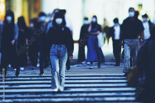 Canvas 横断歩道を渡る人々