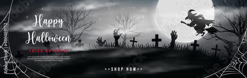 Foto Happy halloween black white tone full moon night graveyard spider web and witch