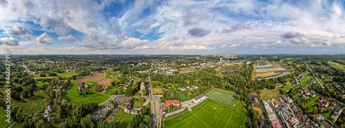 Foto Zielone tereny w mieście przemysłowym, Jastrzębie Zdrój na Śląsku w Polsce z lot
