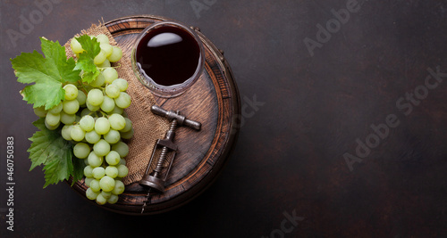 Tela Red wine glass and white grape on old barrel